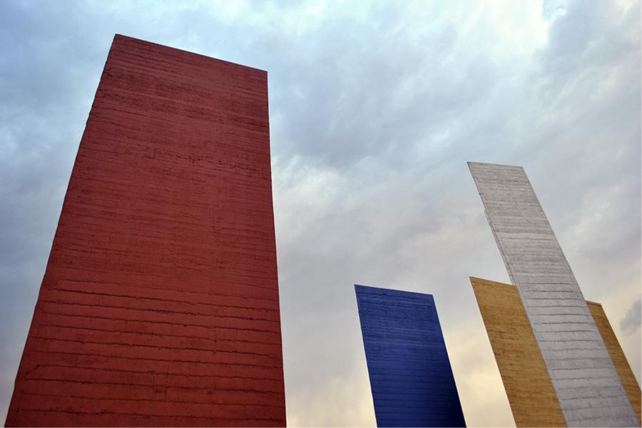 Ciudad Satélite de Luis Barragan con Mathias Goeritz en Mexico
