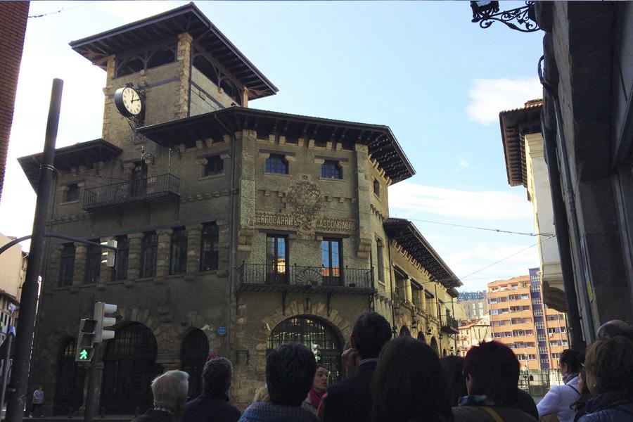 Visitando las estaciones de tren de Atxuri y Abando. Migraciones y arquitectura. Jornadas Europeas de Patrimonio BizkaiKOA